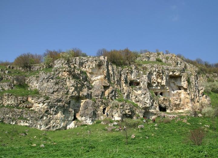 Скални манастири Крушари