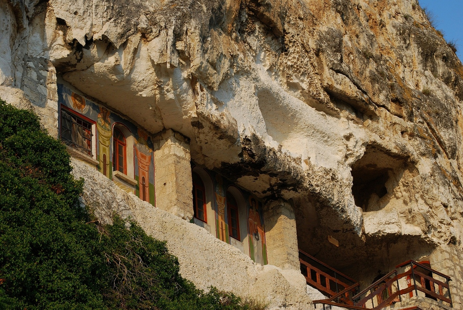 скалният манастир Св. Димитър Басарбовски 3 Копие
