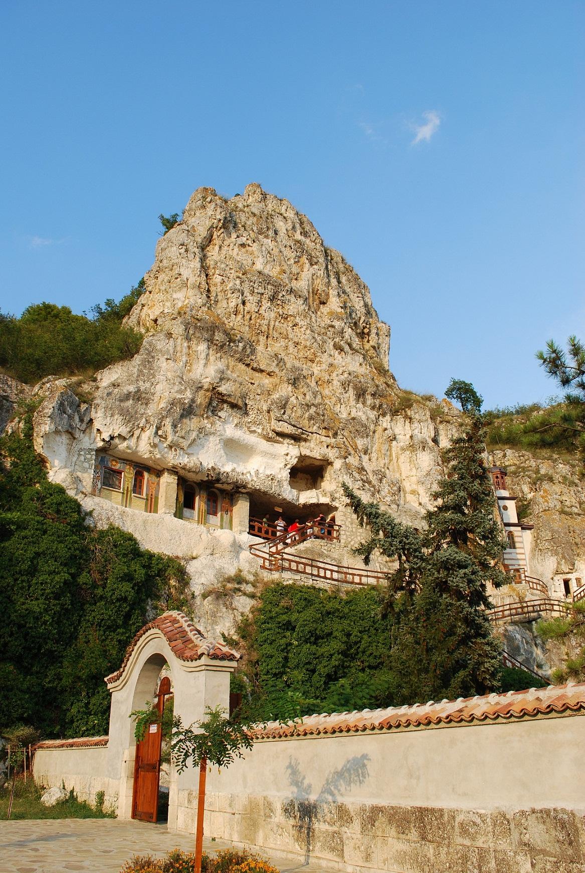 скалният манастир Св. Димитър Басарбовски 5 Копие