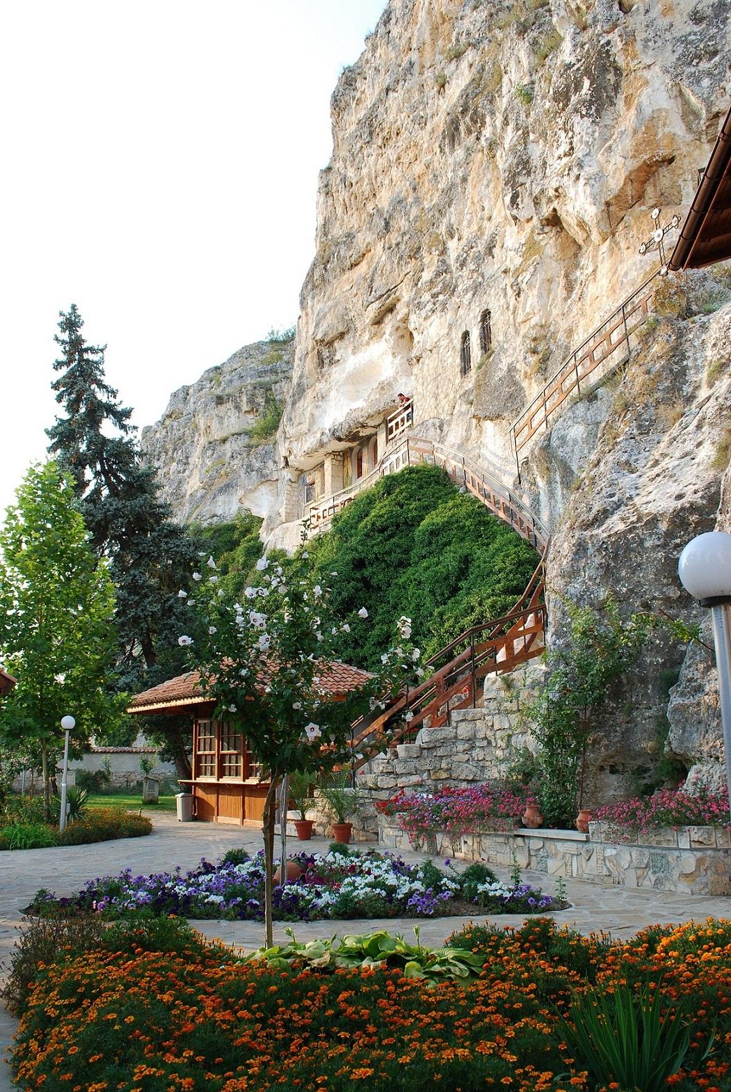 скалният манастир Св. Димитър Басарбовски 7 Копие